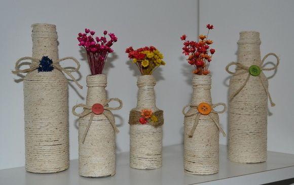 garrafas decoradas com barbante. …