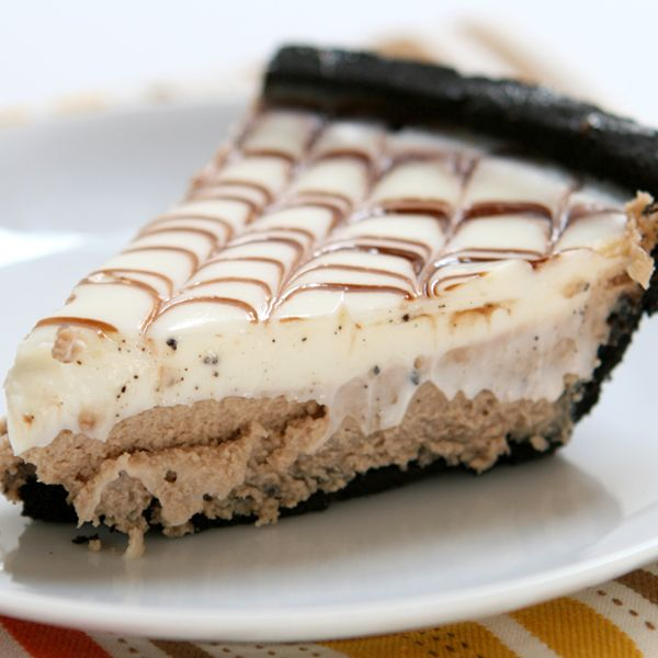 So many delicious flavors in this white chocolate mocha pie recipe. White Chocolate Mocha Pie Recipe from Grandmothers Kitchen.