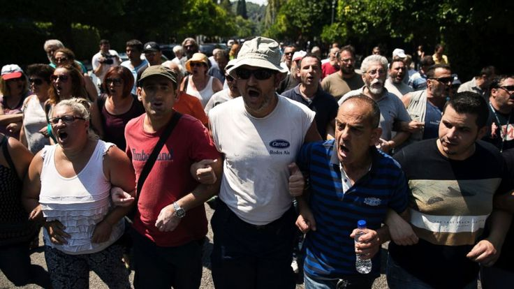 Greece's municipal garbage collectors on Tuesday rejected a government compromise offer and decided to continue an 11-day protest that has left mounds of festering refuse piled up across Athens amid high temperatures during the key summer tourism season.  Municipal workers union head... - #Collectors, #Compromise, #Garbage, #Greek, #Pil, #Reject, #TopStories, #Trash