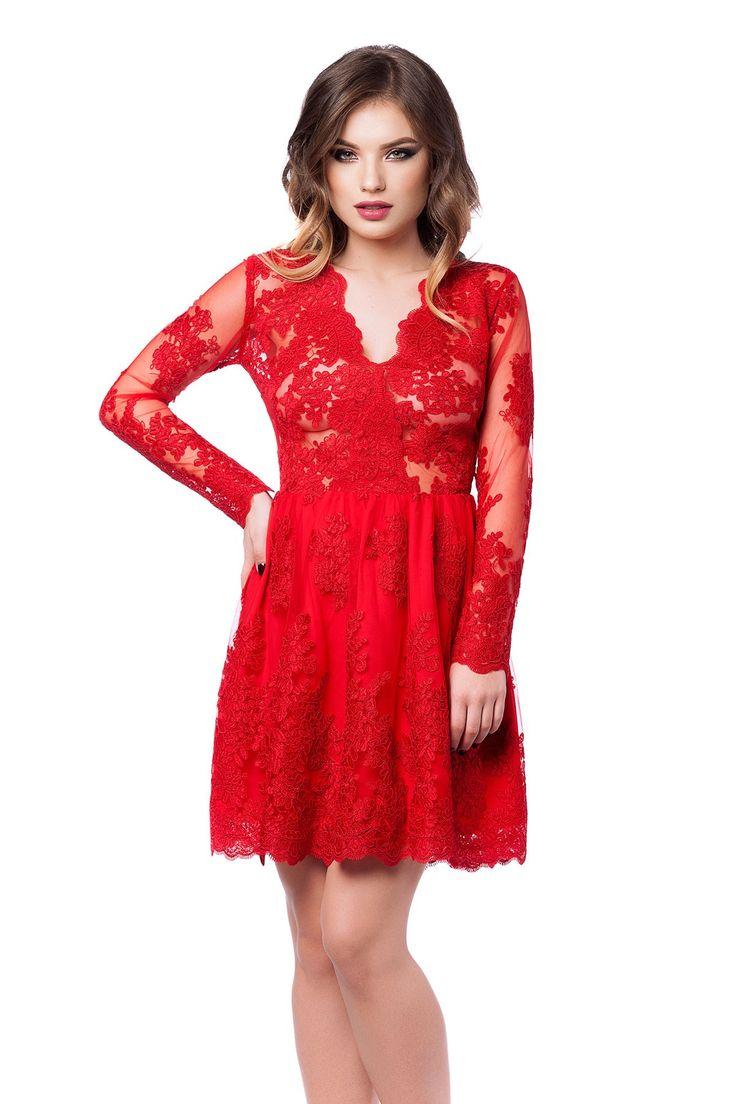 Rochie Selin Rosie - O rochie de seara scurta cu accente glamour, Selin reprezinta piesa de rezistenta a unei aparitii spectaculoase la un banchet, o gala, un bal sau orice eveniment special. Rochia scurta de seara este confectionata integral din dantela pretioasa brodata manual, care reuseste, simultan, sa acopere suficient de mult incat sa iti confere o alura misterioasa, dezvaluind, totodata, suficiente detalii incat sa iti asigure un plus de senzualitate. Manecile lungi ale rochiei de…