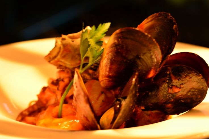 Seafood Linguine                                                            A selection of fresh seafood tossed in garlic, chilli, parsley, white wine and Napoli sauce