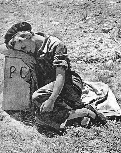 Gerda Taro, fotógrafa alemana, corresponsal durante la guerra española. Amante de Robert Capa y de una personalidad arrolladora. Murió al sufrir el atropello de un tanque durante la Batalla de Brunete.