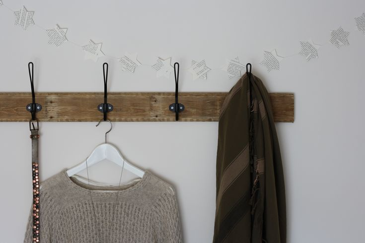 slaapkamer make over: diy kapstok van oud pallet hout en ikea ...