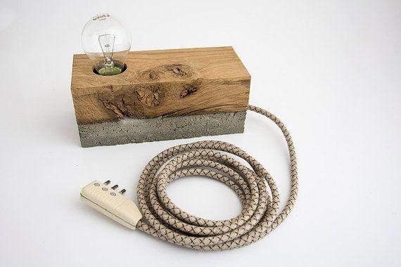 Lampada da tavolo cemento e legno di AManoDesignIT su Etsy