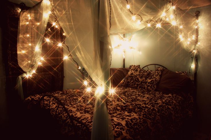 Gorgeous Canopy Bed With Fairy Lights Bedroom