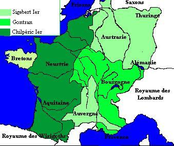 Partage de 561- CHILPERIC 1° 2)BIOGRAPHIE. 2.4: PARTAGE DU ROYAUME DE CARIBERT 567/68, 1: A la mort de CARIBERT 1°, le 5 mars 567, en l'absence d'héritier mâle, GONTRAN, SIGEBERT et CHILPERIC se partagent son héritage. Le partage du royaume a lieu en 568. Les modalités du partage sont inscrits dans un pacte dont chacun jure de respecter les termes sur les reliques des saints Polyeucte, Hilaire et Martin.