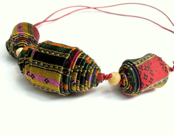 Statement fiber necklace handcrafted of bright Damask ♥ by Gilgulim, $29.00