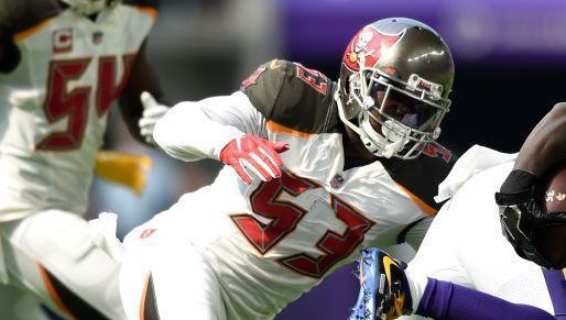 Buccaneers linebacker Adarius Glanton carted off, ruled out with left leg injury