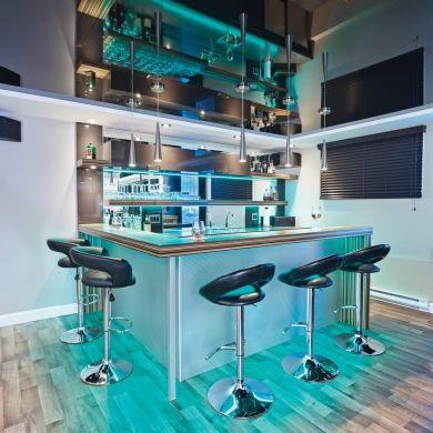 Sous-sol - Gars - Lounge - Coin-bar - Gris et turquoise - Inspirations - Pratico Pratiques