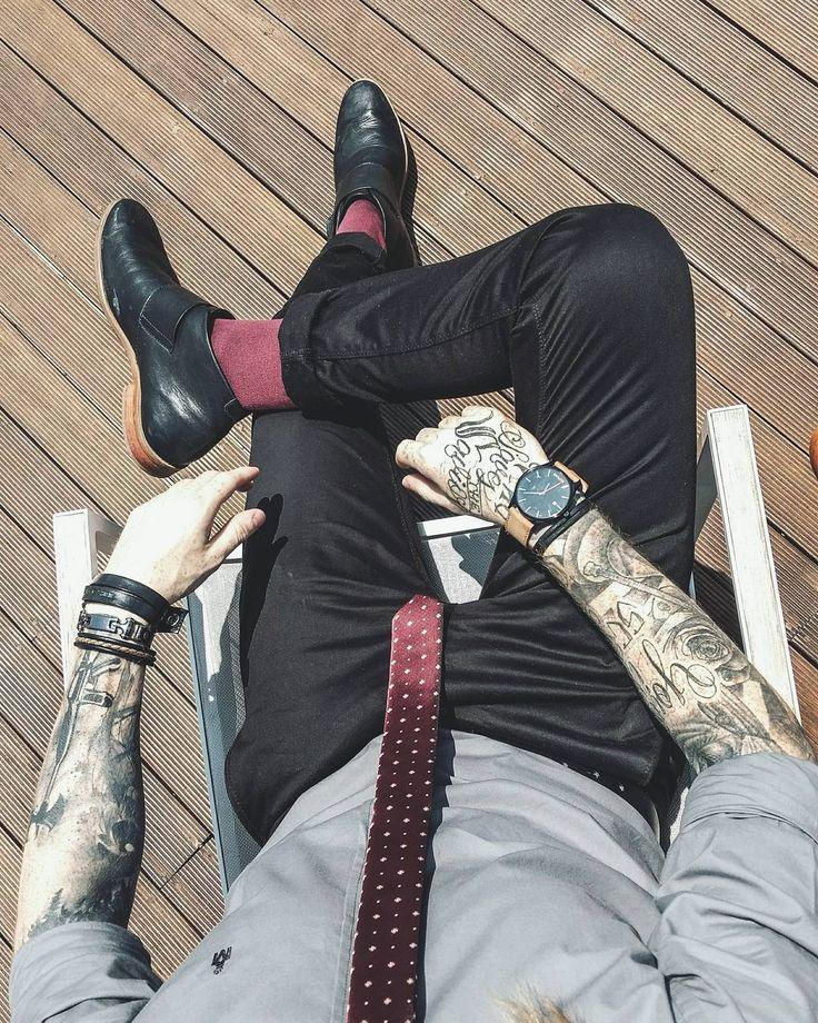mvmt, mvmt watches, calça skinny, moda masculina, men style, men street style, street style, men formal style, socks, meia colorida, gravata slim, slim tie, acessórios masculinos, pulseiras masculinas, men bracelets, barra da calça dobrada, barra dobrada, coloral, macho moda,
