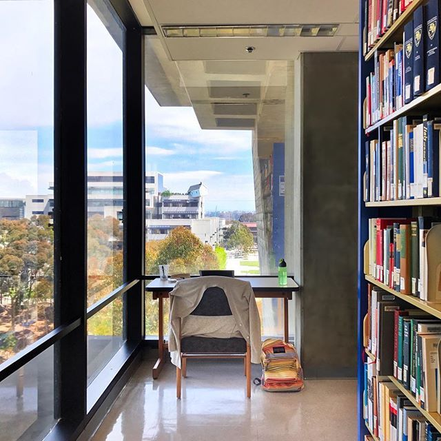 """If this had been my view, I definitely would have spent WAYYY more time studying in college 🤓📚 __________ Not only is Geisel Library's exterior insanely gorgeous (see my prior post of its 💎-like exterior!), the views from the interior are just as jaw-dropping! Look out the floor-to-ceiling window and you can see the famous """"Fallen Star"""" House teetering precariously atop UC San Diego's Jacobs Hall 🏠👀 Created by visionary artist Do Ho Suh, the cottage had to be hoisted 100 ft. in the air…"""