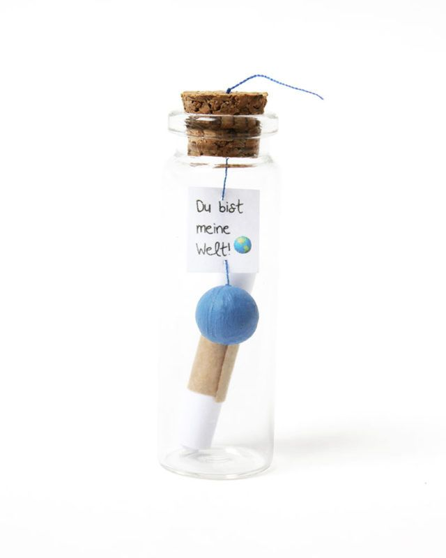 Du bist meine Welt ! Ob Liebesbrief, Freundschaftsgrüße oder Überraschung zum Jahrestag: Schreibe deine Botschaft und versende sie direkt in dieser süßen Flaschenpost an deine Freunde und Liebsten  Es sind eben die kleinen Dinge, die eine große Freude bereiten