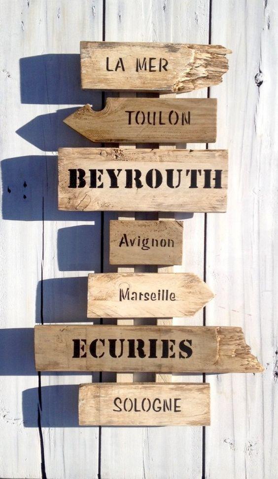 Déco murale panneau de direction lettres peintes sur bois de palette    http://www.homelisty.com/customiser-meubles-palette/