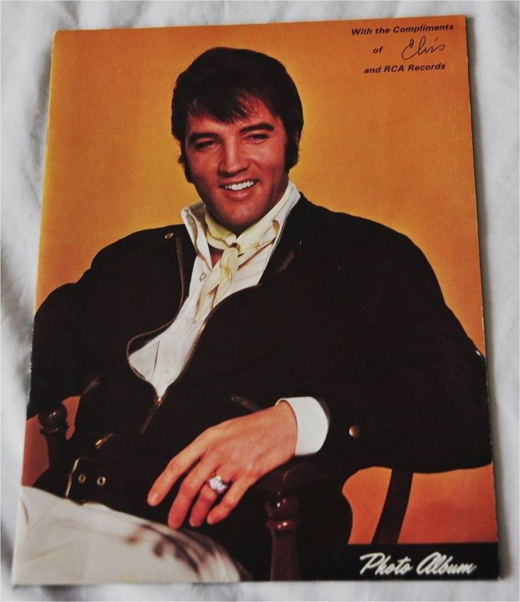 ELVIS PRESLEY - With the Compliments of Elvis and RCA Records Photo Album Mint -