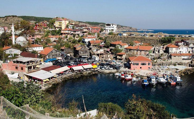 Garipçe Köyü   Garipçe, Rumelikavağı ile Rumelifeneri'nin arasında küçük bir köydür. Geçim kaynağı balıkçılık olmakla beraber hayvancılıkta yapılır. Sarıyer'e 10 km uzaklıkta yer alıyor.