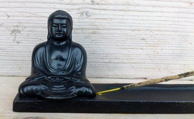 Polystone wierookhouder met japanse Boeddha