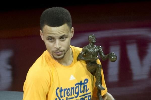 awesome Golden State Warriors' Stephen Curry ignoring Cleveland Cavaliers' LeBron James