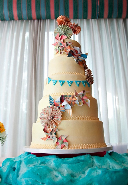 Bunting banner and pinwheels on the same cake??!! How cute is this! I would still like a two tier cake though