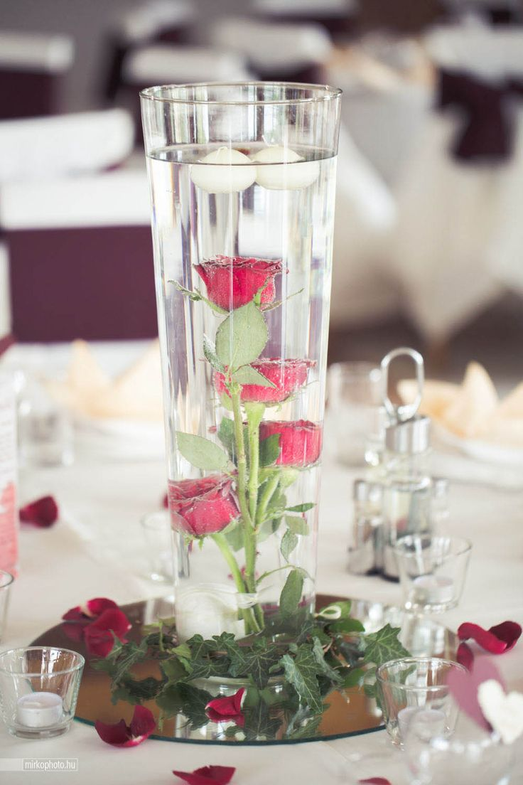 Underwater centerpieces with floating candles... Enchantée