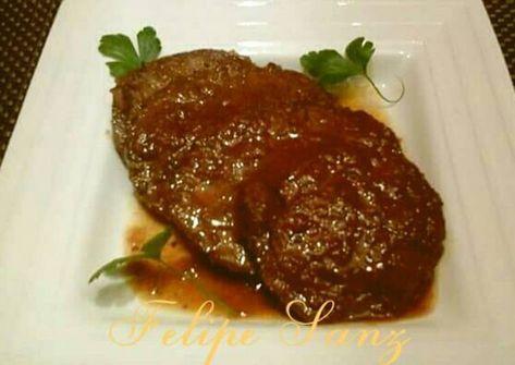 Redondo de ternera relleno con pasas y piñones en salsa