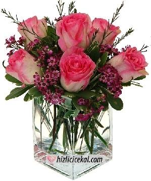 Kare Vazoda 7 Adet Pembe Güller  Hızlı Çiçek Al ile sevdiklerinize aynı gün teslimat seçeneği ile kare cam fanus içinde 7 adet pembe güller sipariş edin.  45,00tl + kdv    http://www.hizlicicekal.com/cicekler/cicekciler/cicek/73/kare-vazoda-7-adet-pembe-guller/