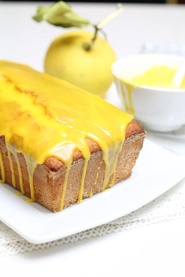 Il plumcake al limone con glassa al limoncello è un soffice dolce molto profumato accompagnato da un sapore deciso e intenso di glassa al limoncello che ricopre il soffice dolce.