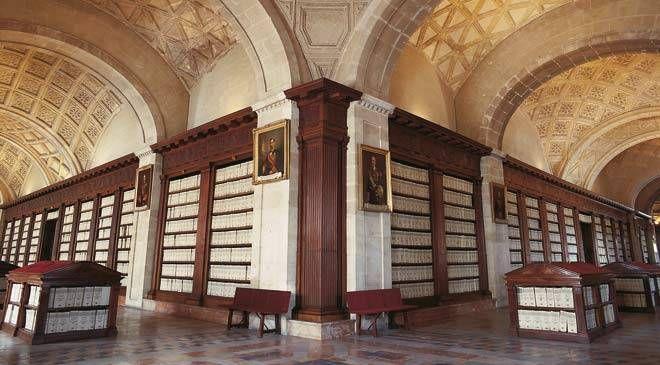 El Archivo General de Indias de Sevilla se creó en 1785 por deseo del rey Carlos III, con el objetivo de centralizar en un único lugar la documentación referente a la administración de las colonias españolas hasta entonces dispersa en diversos archivos: Simancas, Cádiz y Sevilla.