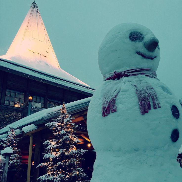 私の初めましてのフィンランド写真集♡ 只今、製作中〜〜+。:.゚٩(๑>◡<๑)۶:.。+゚  in ロヴァニエミ♡ サンタクロース村の雪だるまはでっかいど〜〜(≧∇≦) #フィンランド#旅行#1st#写真集#ロヴァニエミ#素敵#自然#幸せ#感謝#ありがとう#2015#finland#travel#lappland#Rovaniemi#SantaClausVillage#Lovelyplace#cute#snow#Nature#Landscape#wonderful#beautiful#Happy#thankyou#visitfinlandjp#ig_finland#suomi#kiitos http://tipsrazzi.com/ipost/1506473957380191563/?code=BToEhUlBfVL