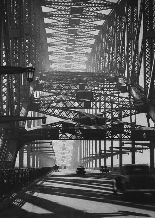 Sydney Bridge ca. 1934 Photo: Harold Cazneaux