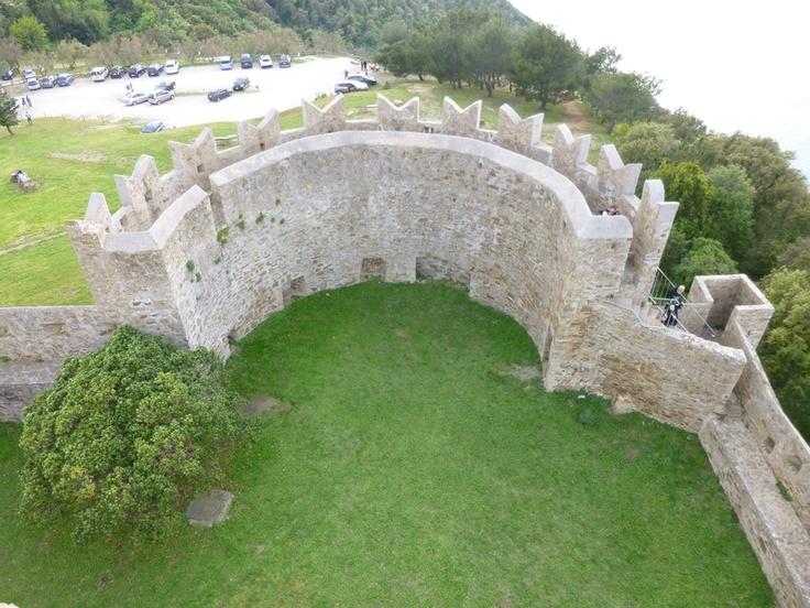 Castello di Populonia by Il Turista Informato e Centro Guide Costa Etrusca #InvasioniDigitali #Populonia #Toscana