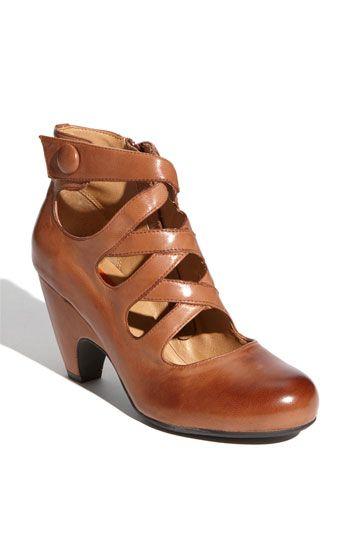 Ooooh I love this shoe! It's the perfect heel height! Miz Mooz 'Tillman' Pump