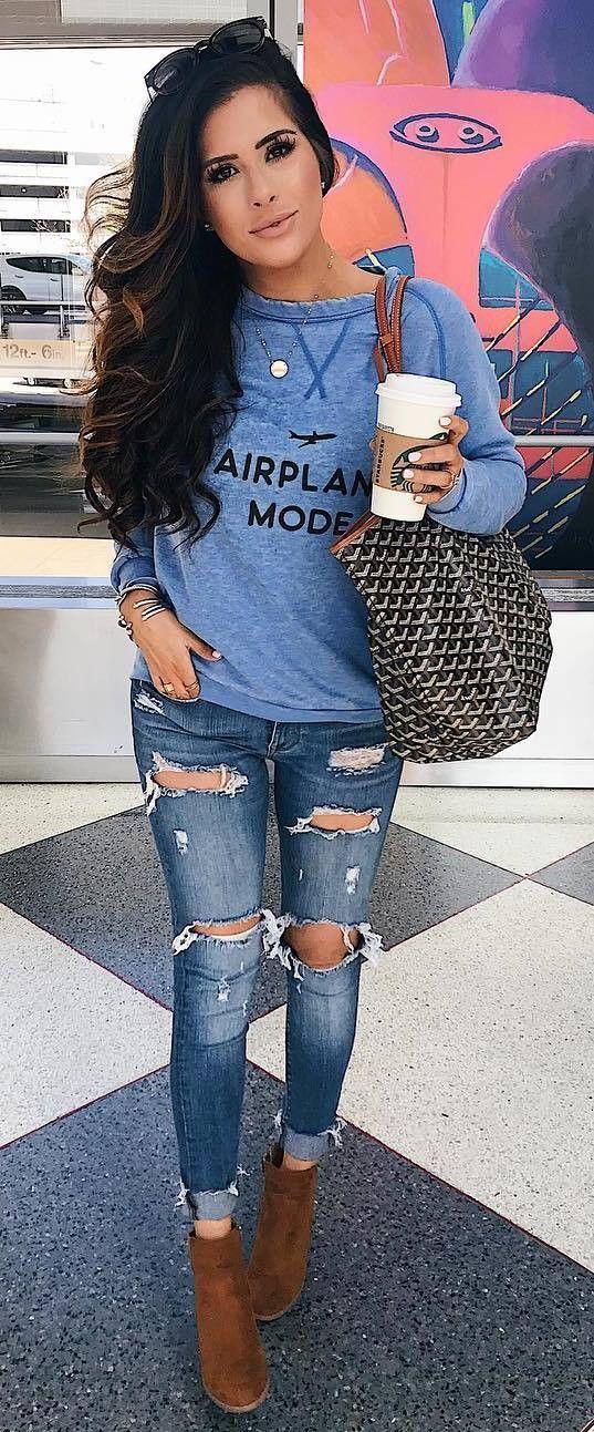 casual style inspiration / bag blue sweatshirt boyfriend jeans boots