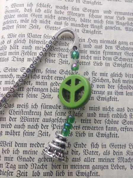 Metall - Lesezeichen Metall mit Peace Zeichen grün - ein Designerstück von wollkaethe bei DaWanda