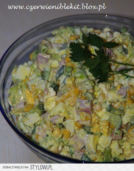 Sałatka brokułowa z szynką Dawno nie jadłam tak proste… na Stylowi.pl