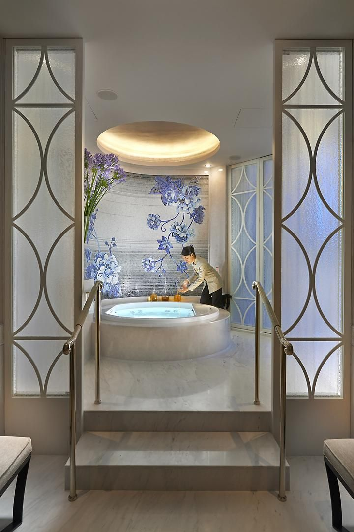 The Bathroom Of The Presidential Suite Features A Spa Bath And Steam Shower Bathroom Decor Luxury Bathroom Design Decor European Bathroom Design