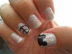 Disney Nails.. oh my, if I ever make it to Disney world I'm doing these!!