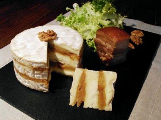 Cette année au lycée quand nous ne proposerons pas de plateau de fromages à nos clients, en cuisine je ferai faire aux élèves une recette à base de fromage. J'ai donc testé cette recette de camembert garni de pommes sautées que je servirai avec une salade...