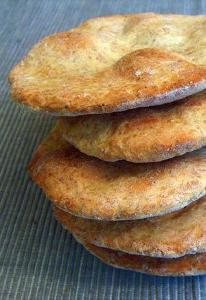 Il nome ufficiale è Atta roti, un pane indiano allo yoghurt. Io ci ho aggiunto del cumino (un po' in preda alla nostalgia dei...