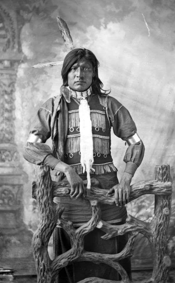 Одинокий Сидящий Бык, лакота. 1880-е гг.