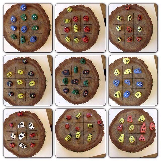 Boter-kaas-en-eieren spel, van een houten schijf met geverfde stenen