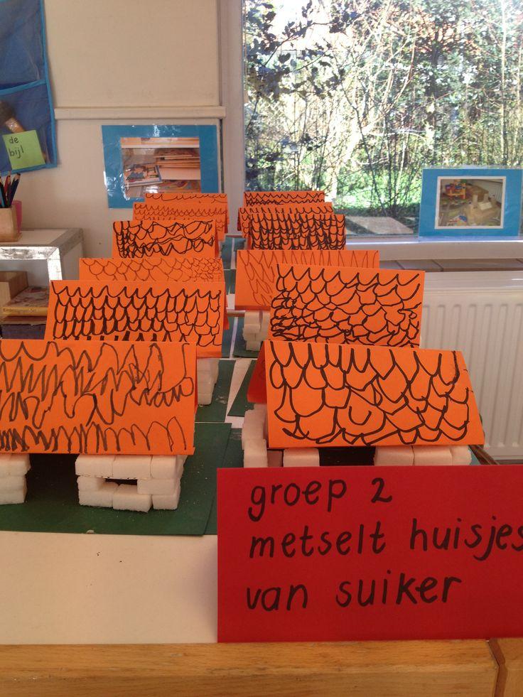 dakpannen tekenen op huisjes van suikerklontjes