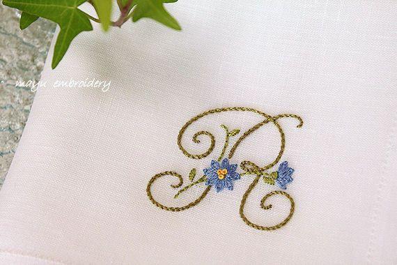 フリーステッチ デイジーの花文字のハンカチーフ 刺繍 図案 刺繡柄 刺繍枠を使ったアート