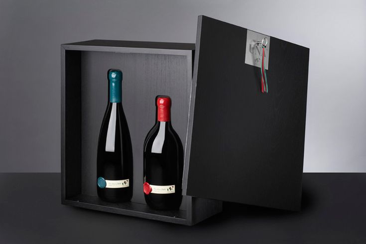 UNA wine bottles designed by cibic workshop on the occasion of the 150th anniversary of the unification of italy