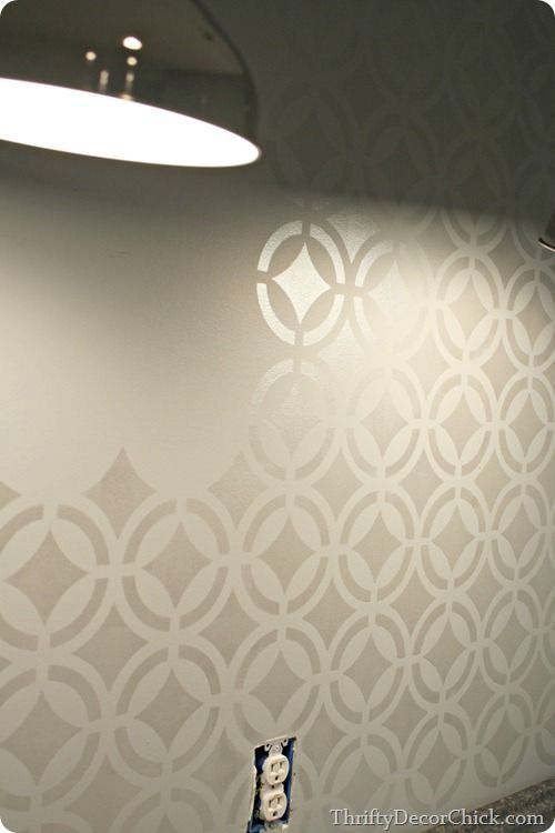 How to stencil a beautiful wall tutorial!