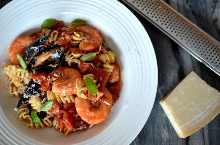 [ Light Seafood Pasta Recipe ] This delicious seafood pasta is lighter than your average pasta, but still full of flavour! With mussels and shrimp in a light tomato sauce, it is sure to satisfy at your next lunch or dinner. #light #lightmeal #easy #pasta #seafood #cookingwithbeer