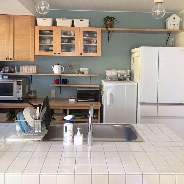 美観 タイルを使ったこだわりいっぱいのキッチン10選 キッチン 食器棚 キッチン 棚 おしゃれ