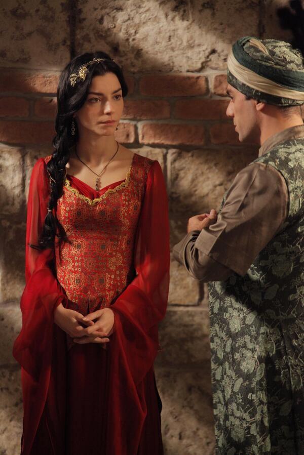 "Muhteşem Yüzyıl a Twitteren: """"İsmin Nurbanu, cismin hala Cecilia.. ""…"