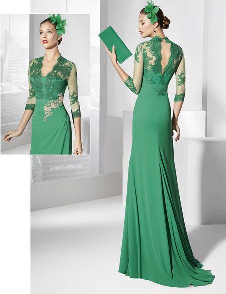 Traje de fiesta largo largo color verde menta y cuerpo de rebordé.