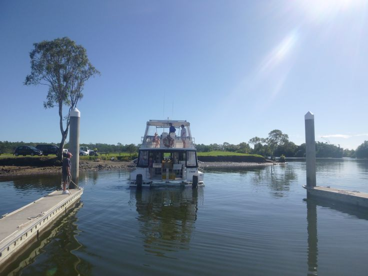 The Cruiser 'My Cat 2' backing in to her berth at Coomera Houseboats.  #coomerahouseboats   #Goldcoast  #houseboat  #holiday  #holidays  #boating  #fishing  #Houseboating