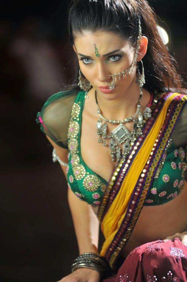 Spicy Item Girl Gabriela Bertante Dance Telugu Film Cameraman Gangatho Rambabu Song Pictures